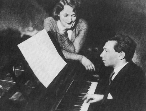 Frederick Hollander, Marlene Dietrich performing in Berlin 1929